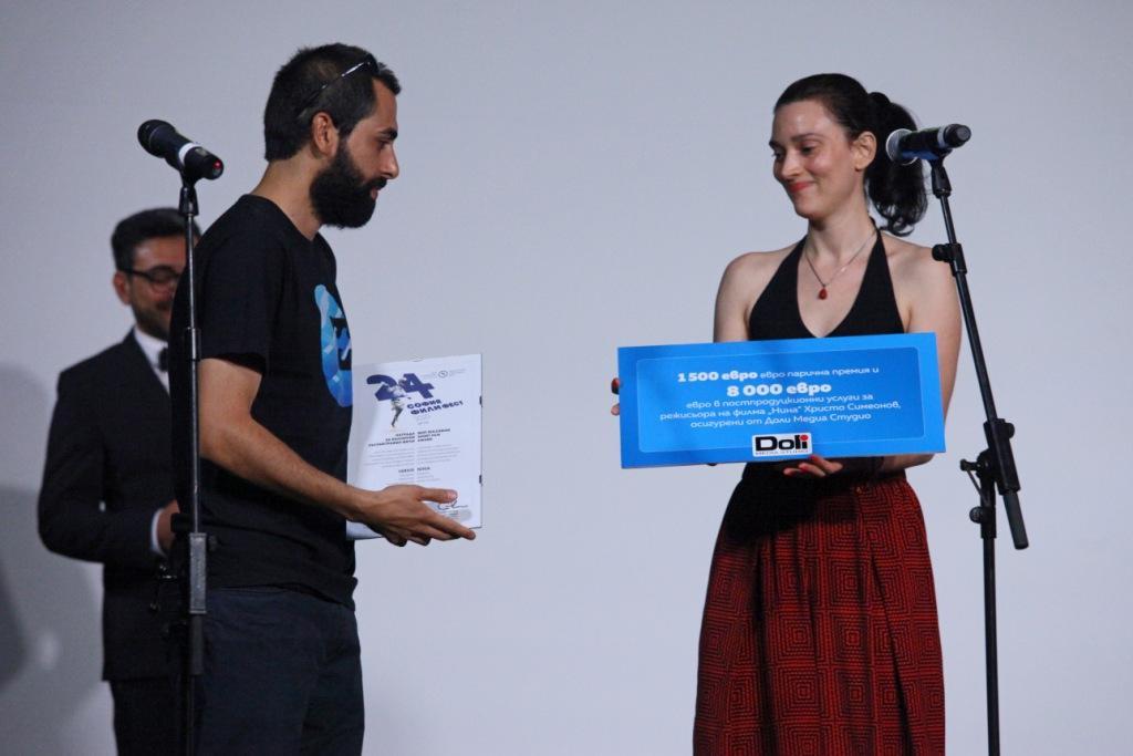 Best-Bulgarian-Short-Film-Award_Nina_Hristo-Simeonov-1-_sm.jpg