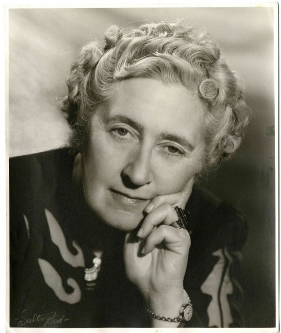 17-AGATHA-CHRISTIE-QUEEN-OF-CRIME.jpg