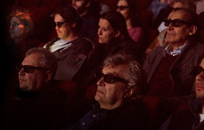 Wim-Wenders_glasses_watching-Pina_1_.jpg